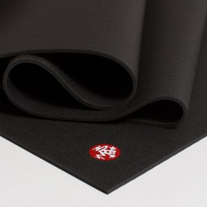 manduka prolite long and wide black joga prostirka