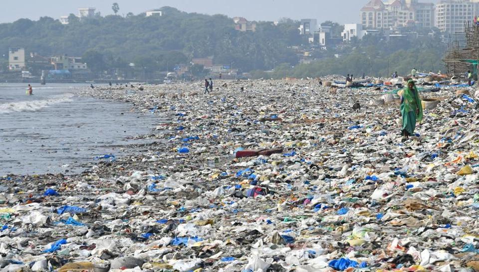 Plasticni Otpad na Obali Okeana